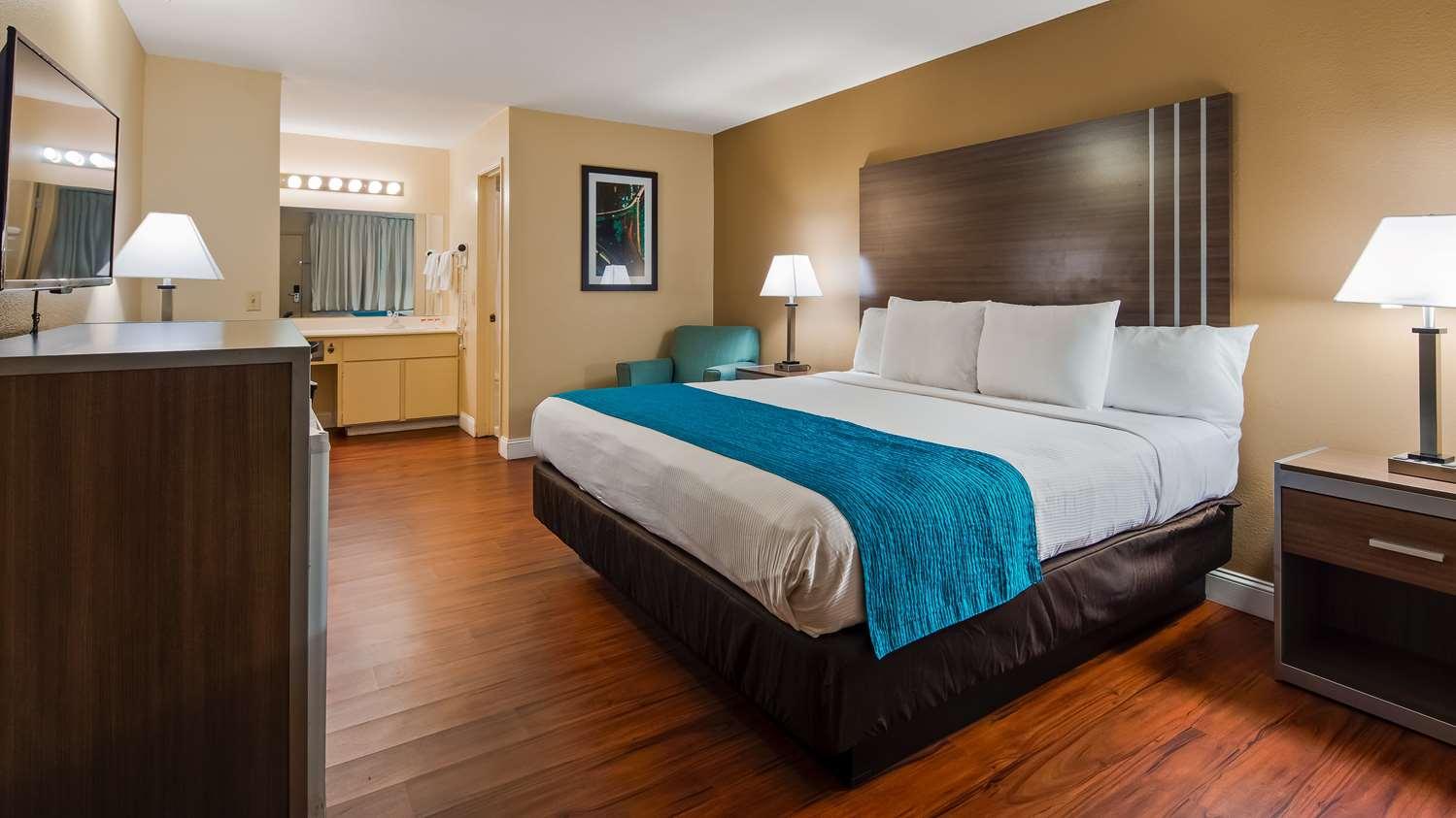 Room - SureStay Plus Hotel by Best Western North Sacramento