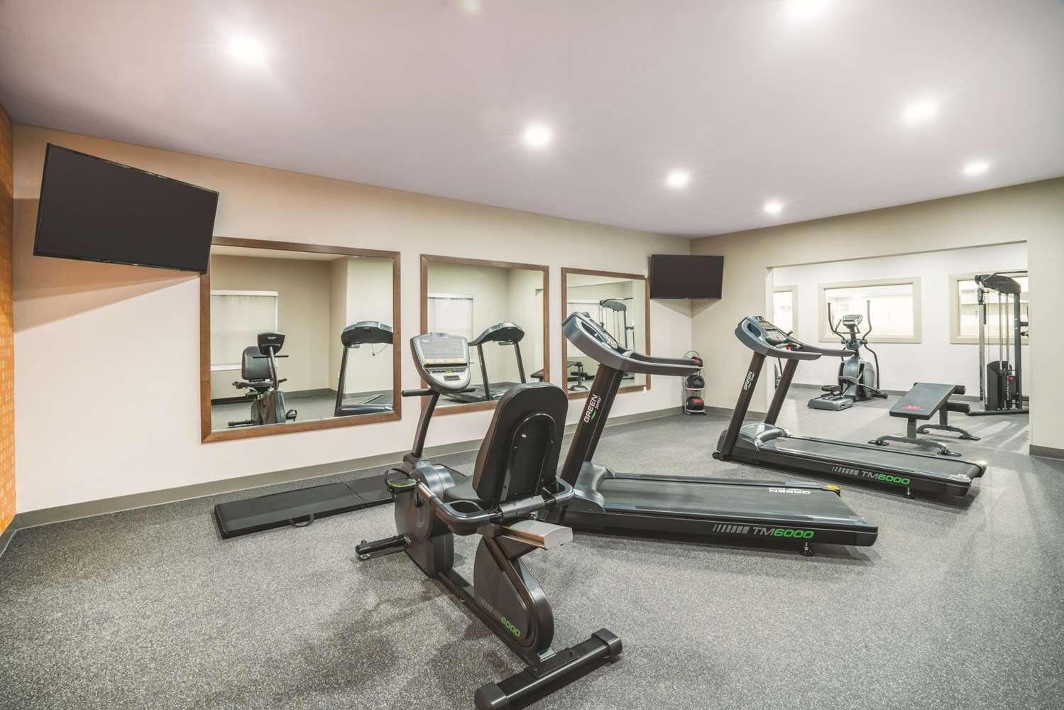 Fitness/ Exercise Room - La Quinta Inn & Suites Hixson