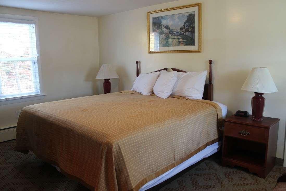 Room - Knights Inn Centerville