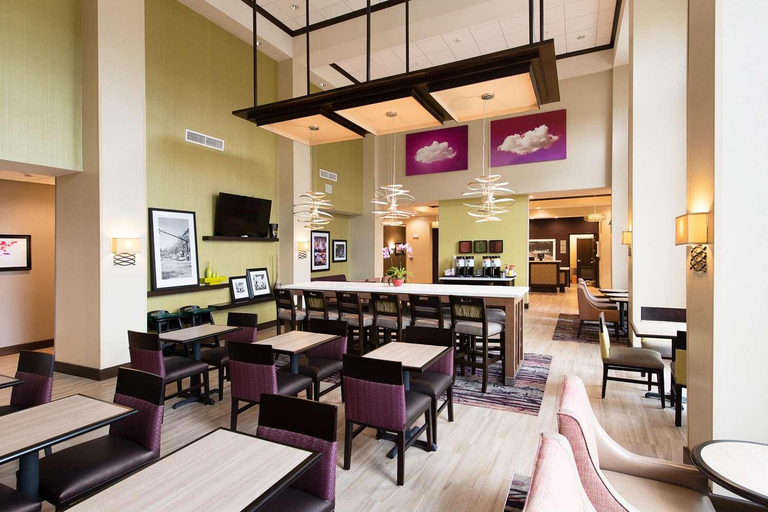 Lobby - Hampton Inn & Suites Walterboro