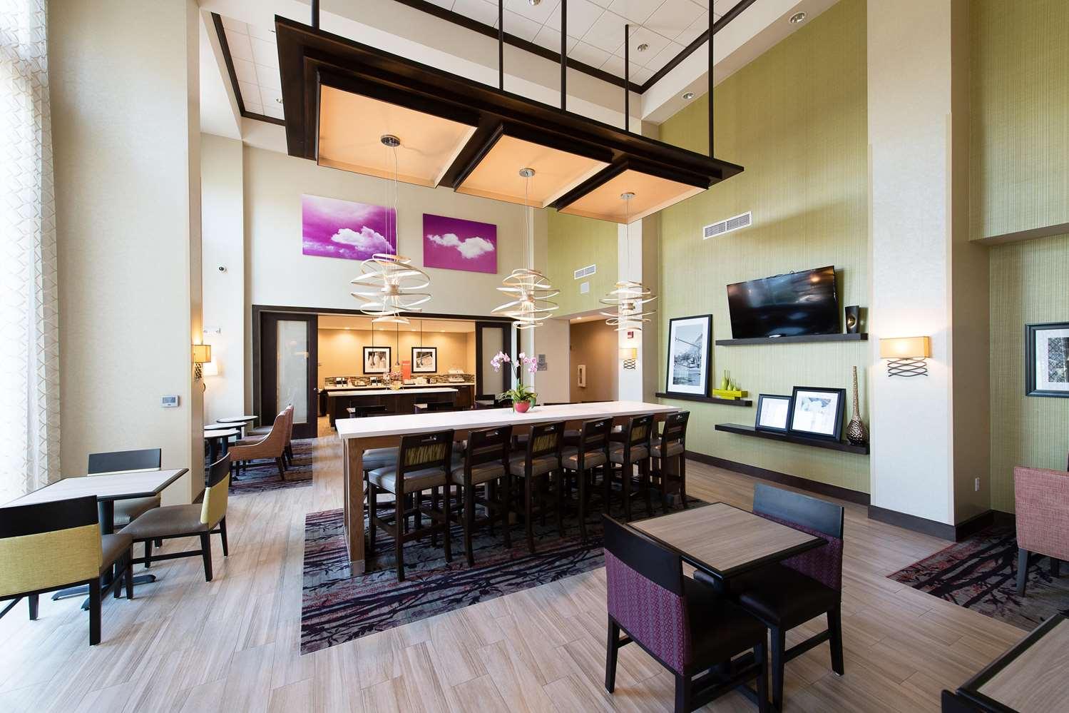 Restaurant - Hampton Inn & Suites Walterboro