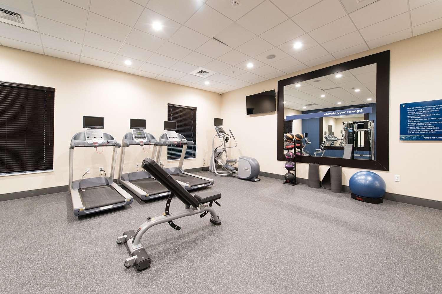 Fitness/ Exercise Room - Hampton Inn & Suites Walterboro