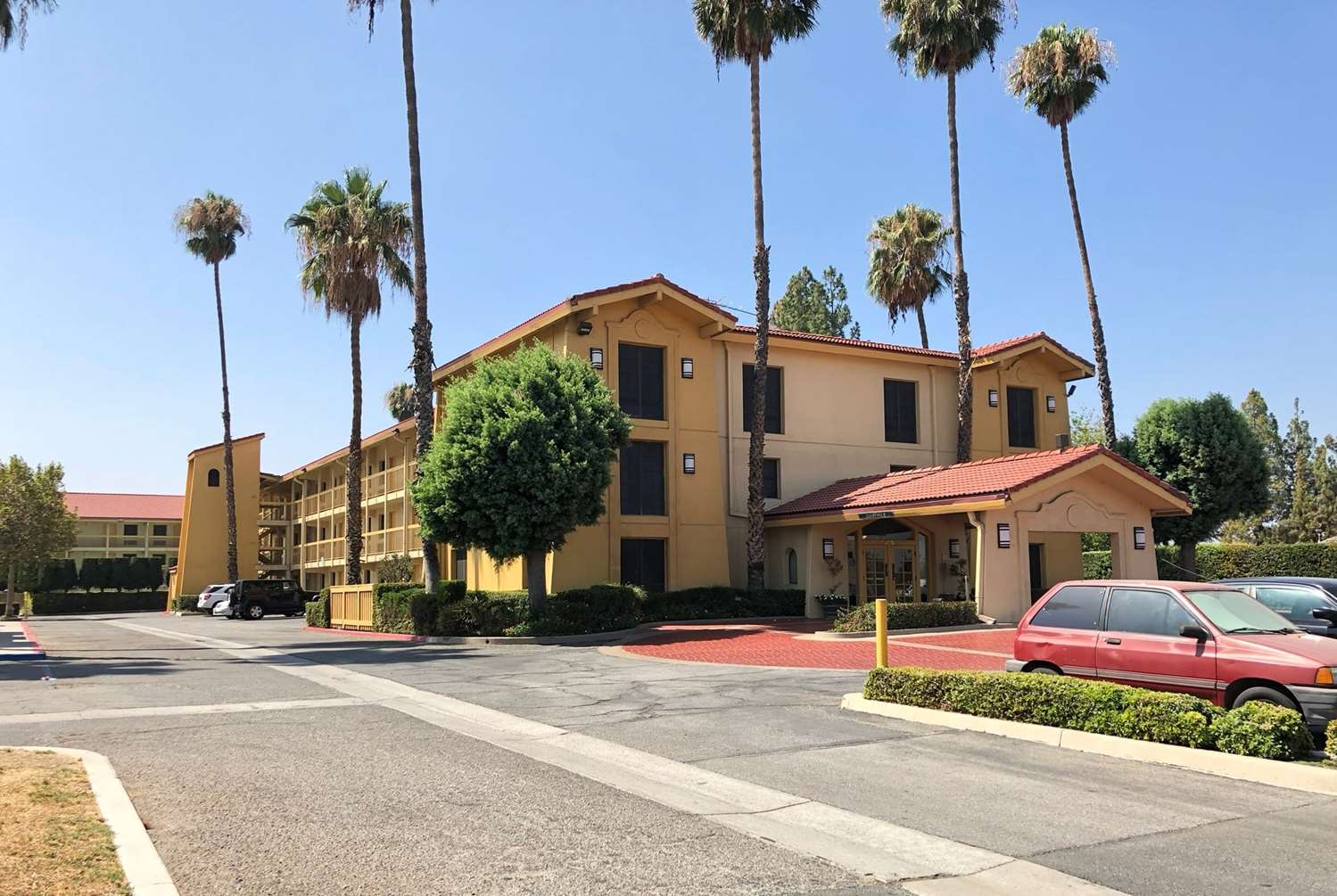 Exterior view - Super 8 Hotel San Bernardino