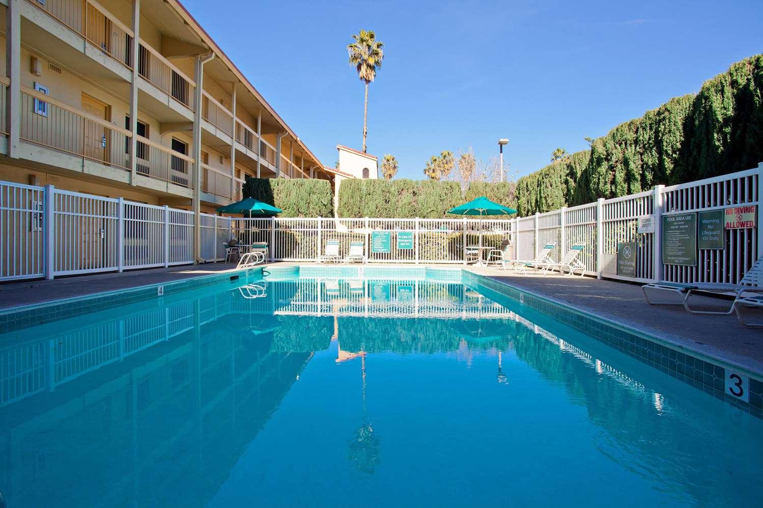 Pool - Super 8 Hotel San Bernardino