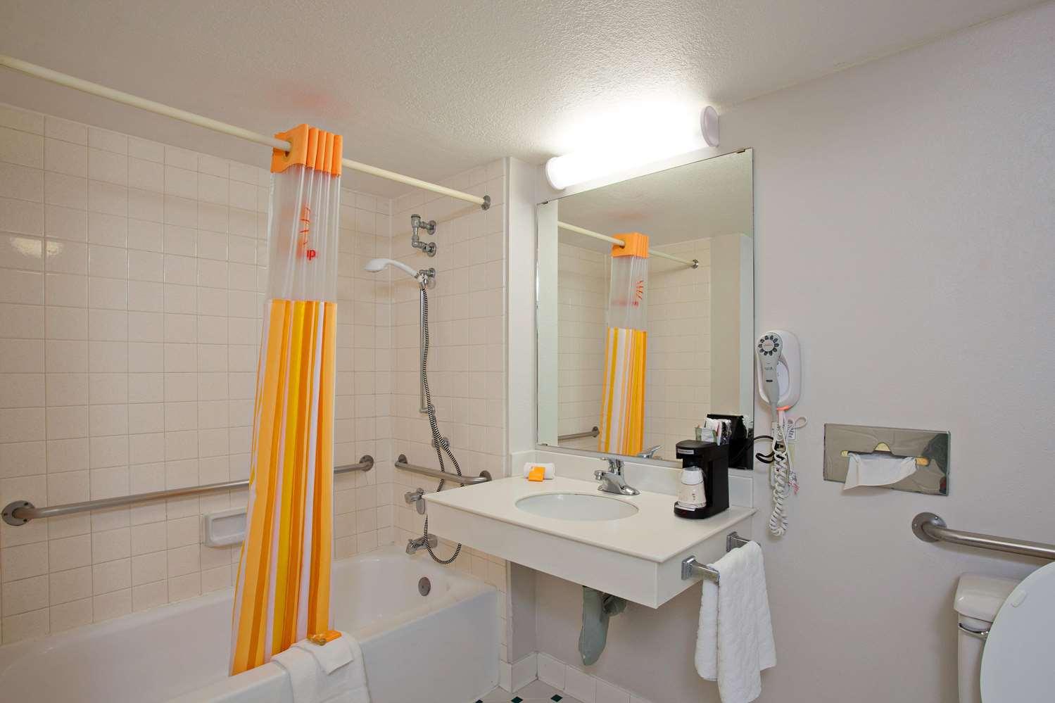 Room - Super 8 Hotel San Bernardino