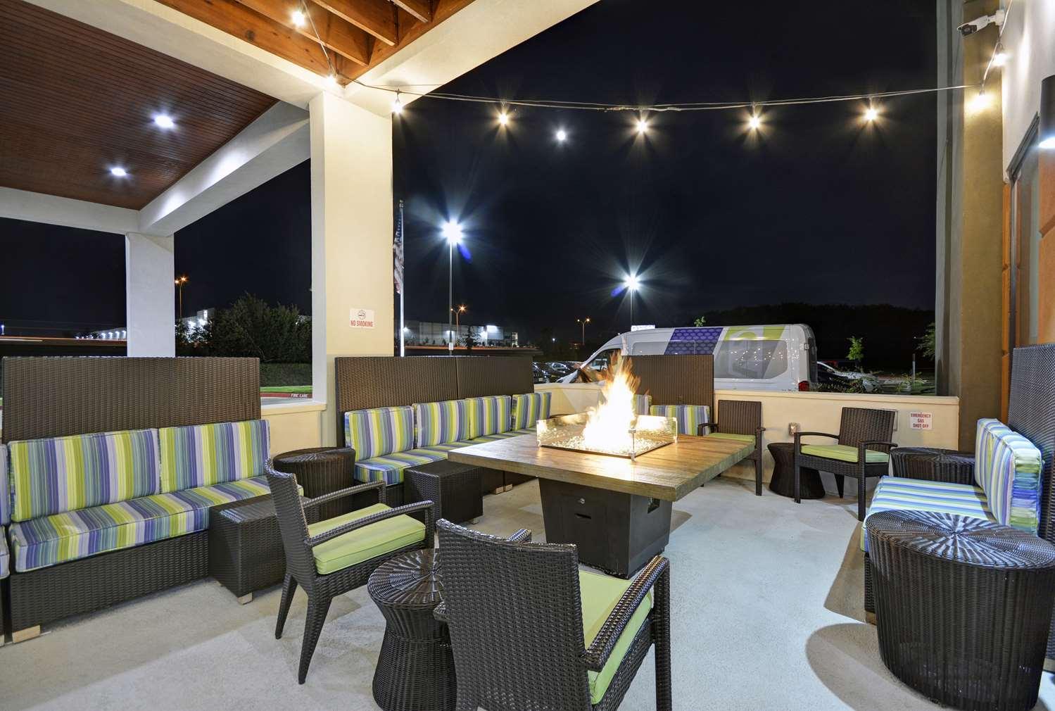 Home2 Suites by Hilton Dallas DeSoto
