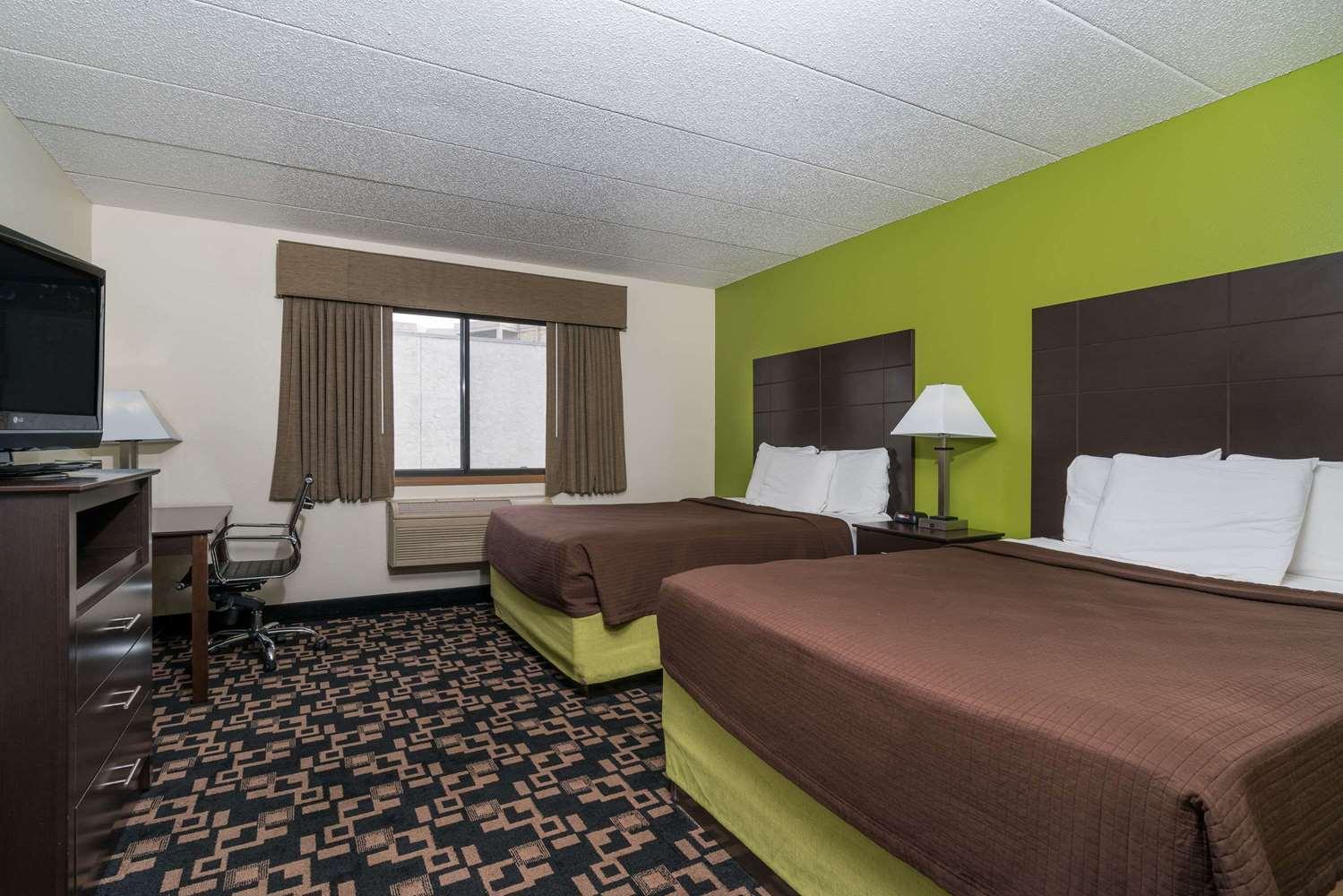 Room - Baymont Inn & Suites Richfield