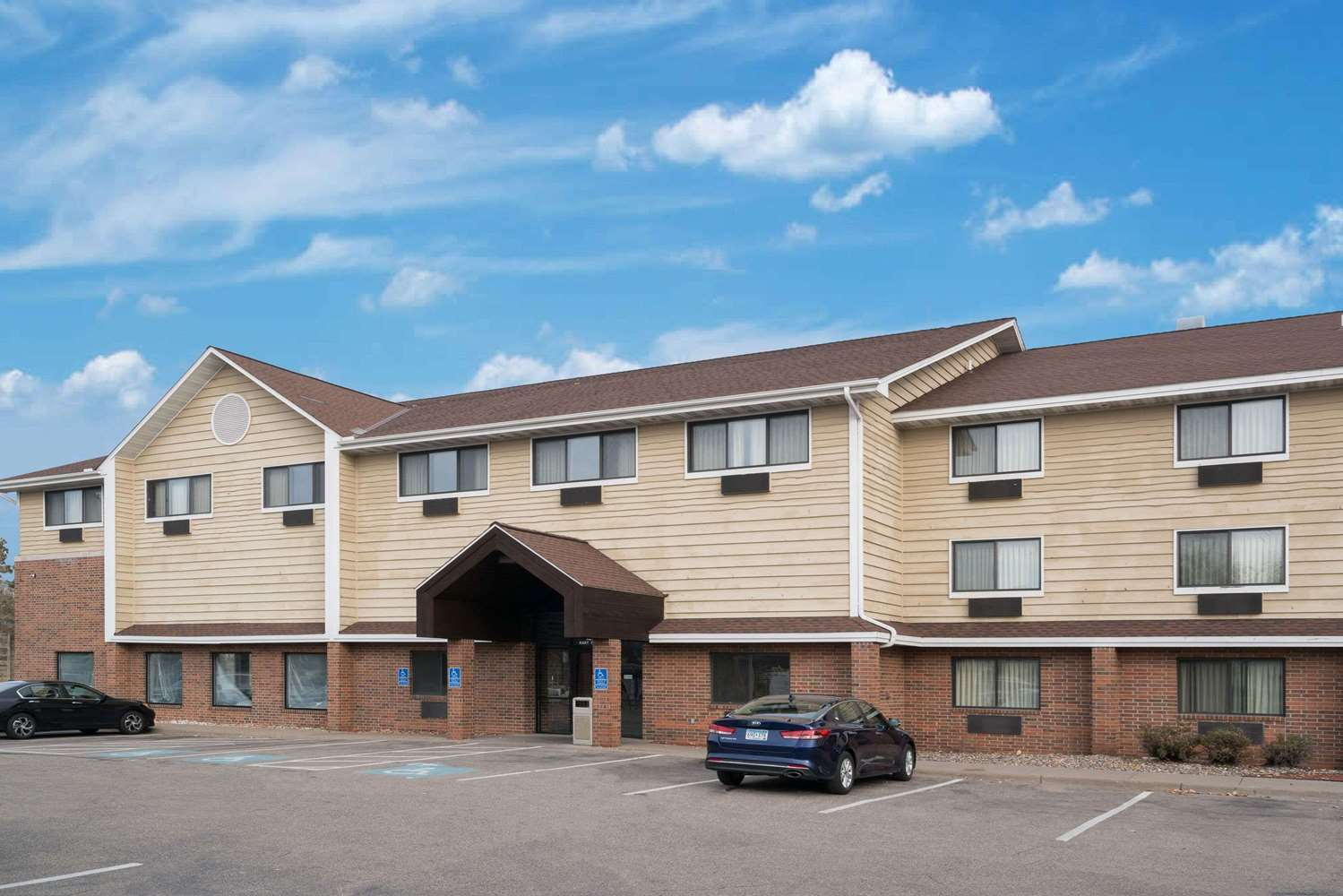 Exterior view - Baymont Inn & Suites Richfield