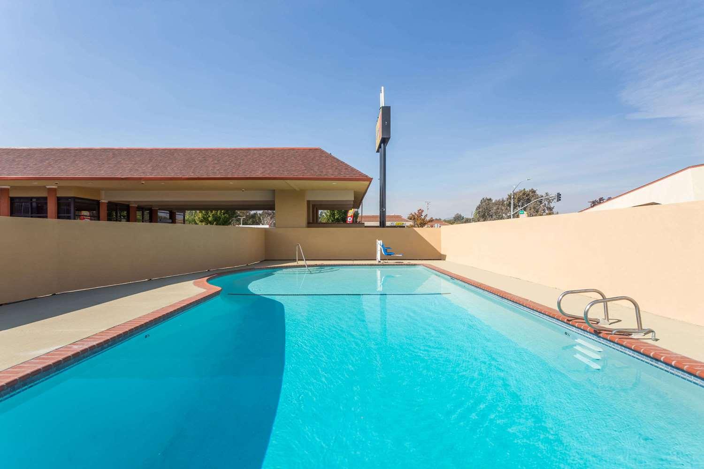 Pool - Super 8 Motel Fairfield