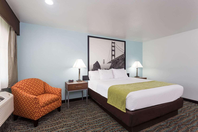 Room - Super 8 Motel Fairfield