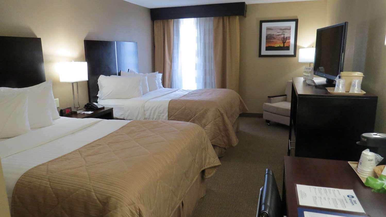 Room - Best Western Harrisburg North Hotel