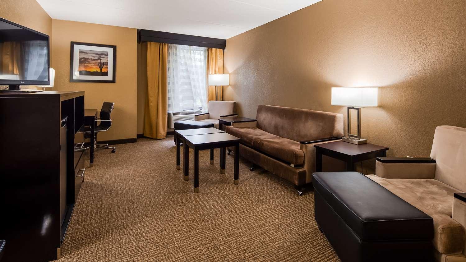 Suite - Best Western Harrisburg North Hotel