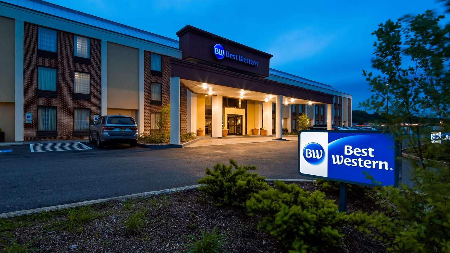 Exterior view - Best Western Harrisburg North Hotel