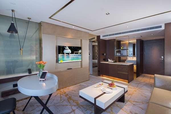 酒店 HOTEL GOLDEN TULIP SHANGHAI RAINBOW - 豪华套房,大床