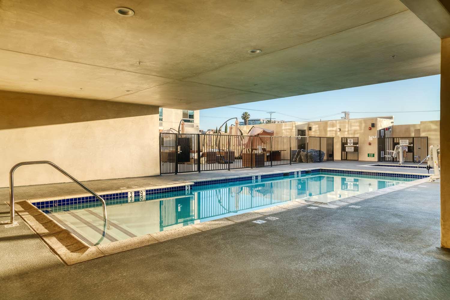 Pool - Best Western Premier Noho Inn North Hollywood
