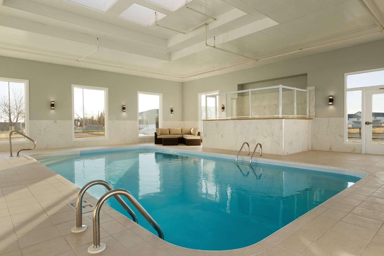 Pool - Days Inn & Suites Brooks