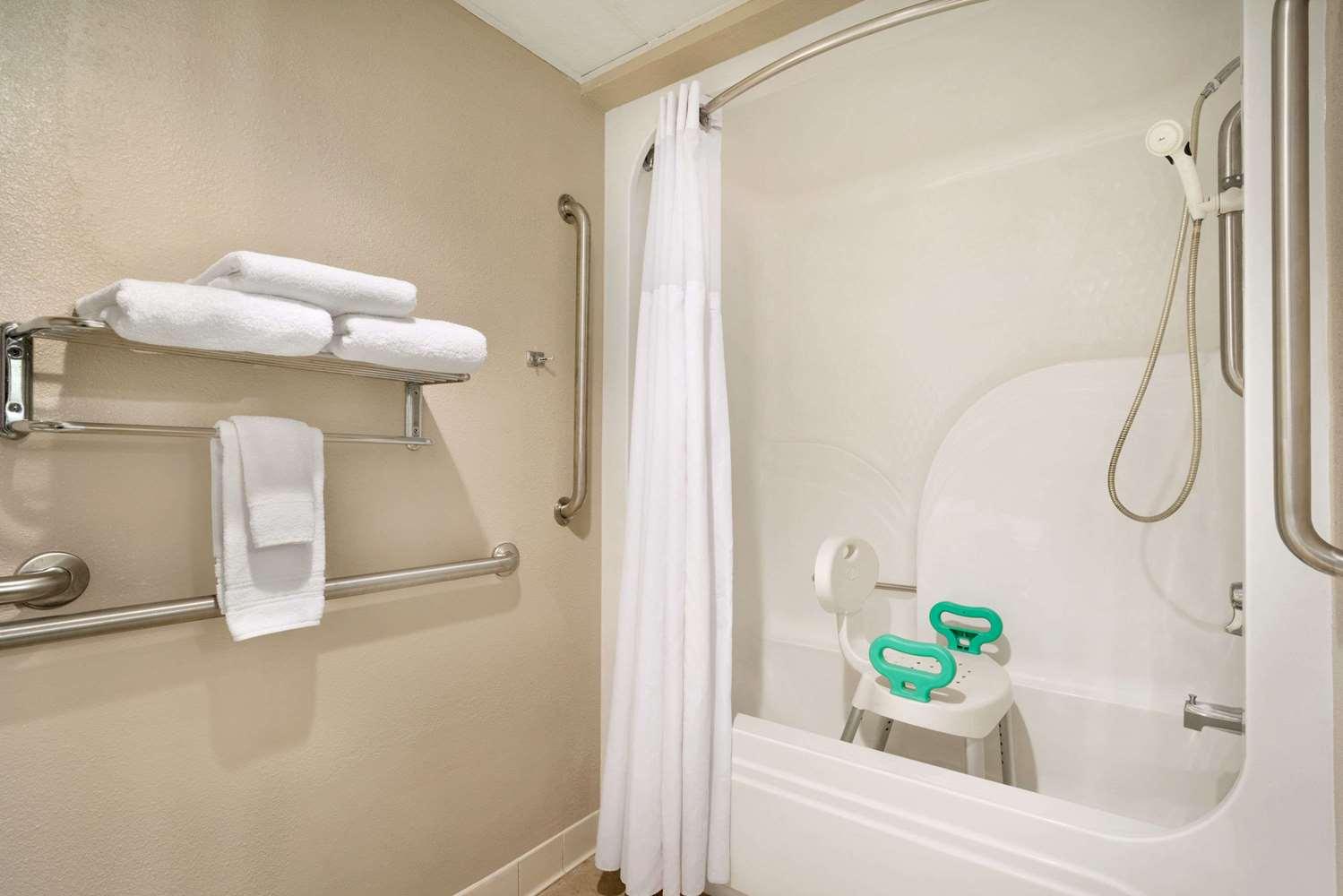 Room - Super 8 Hotel Chambersburg
