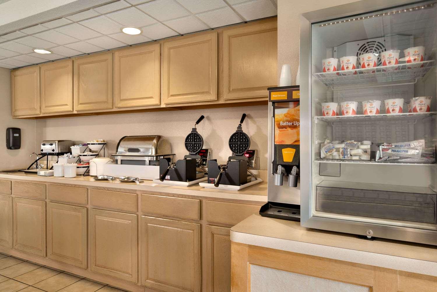 Restaurant - Super 8 Hotel Chambersburg