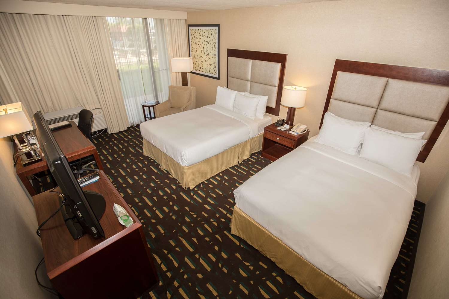 Room - Wyndham Hotel O'Hare Airport Des Plaines