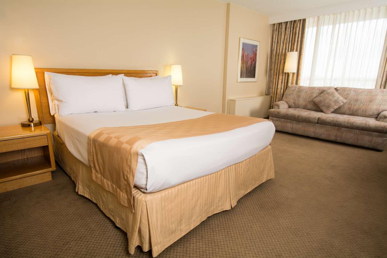 Room - Edmonton Inn & Conference Centre