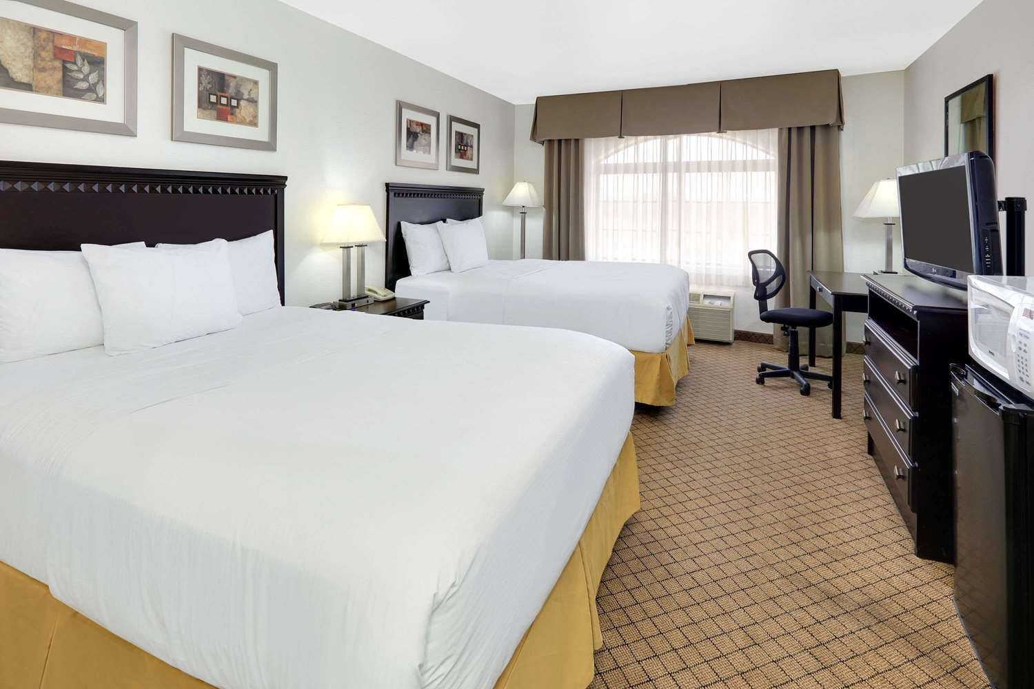 Room - Baymont Inn & Suites Roswell