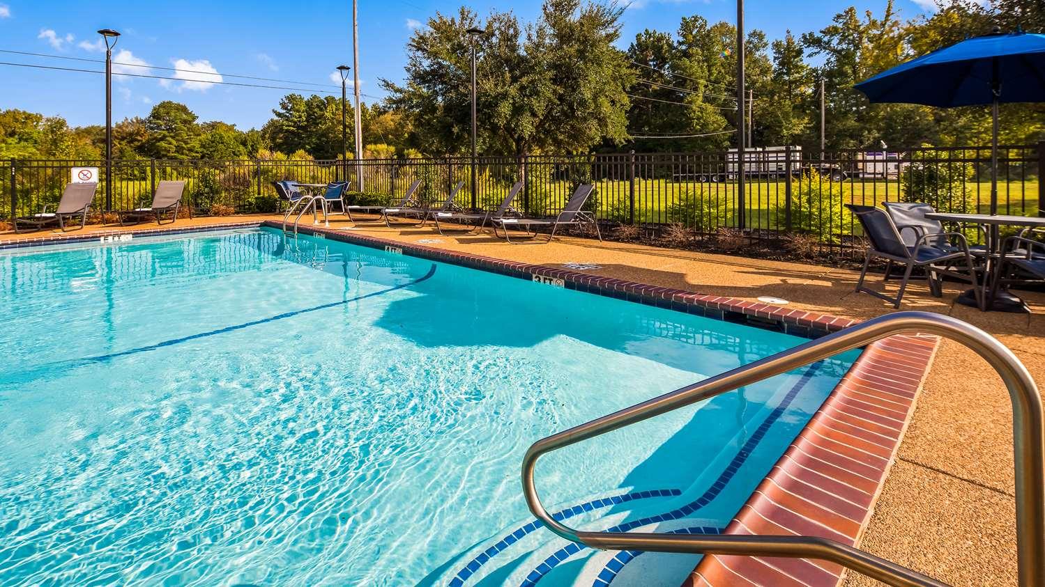 Pool - Best Western Plus South Longview Hotel