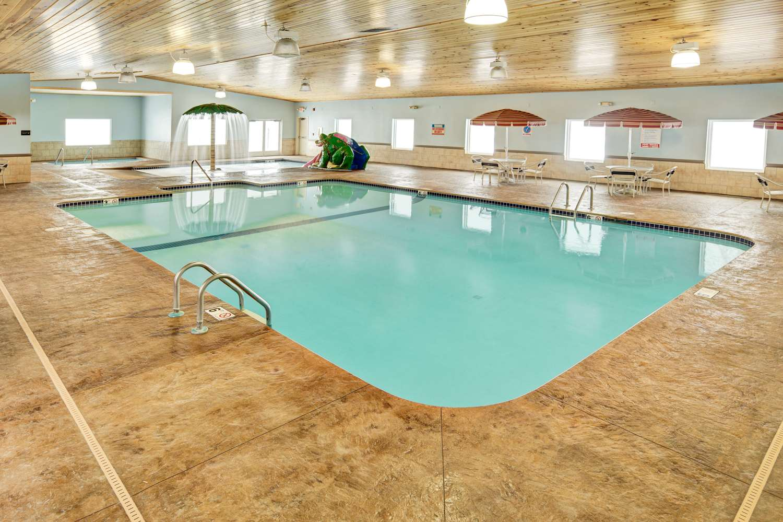 Pool - GuestHouse Inn Rochester
