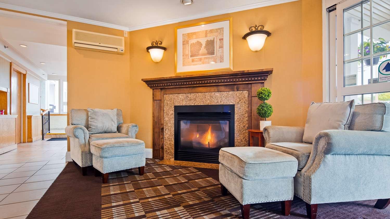 Lobby - Best Western Merrimack Valley Hotel Haverhill