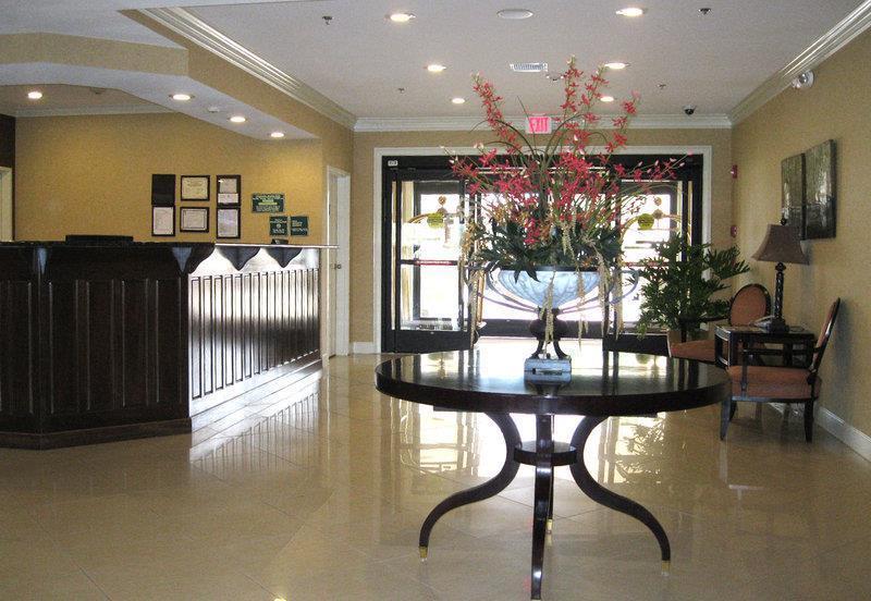 Lobby - Best Western Plus Valdosta Hotel & Suites