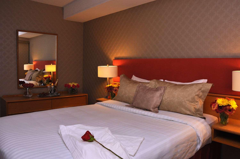 Cartier Place Suite Hotel Parking