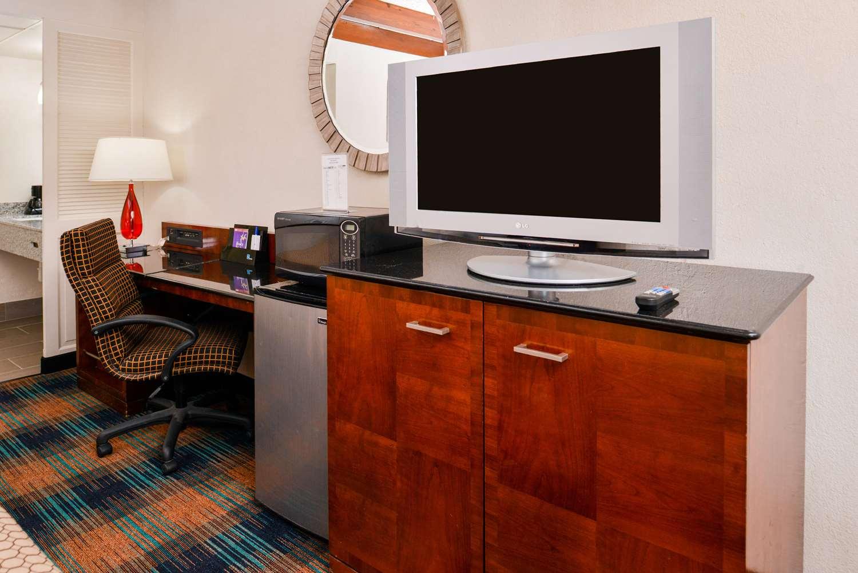 Room - Americas Best Value Inn Augusta