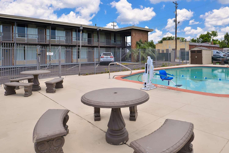 Pool - Americas Best Value Inn Augusta