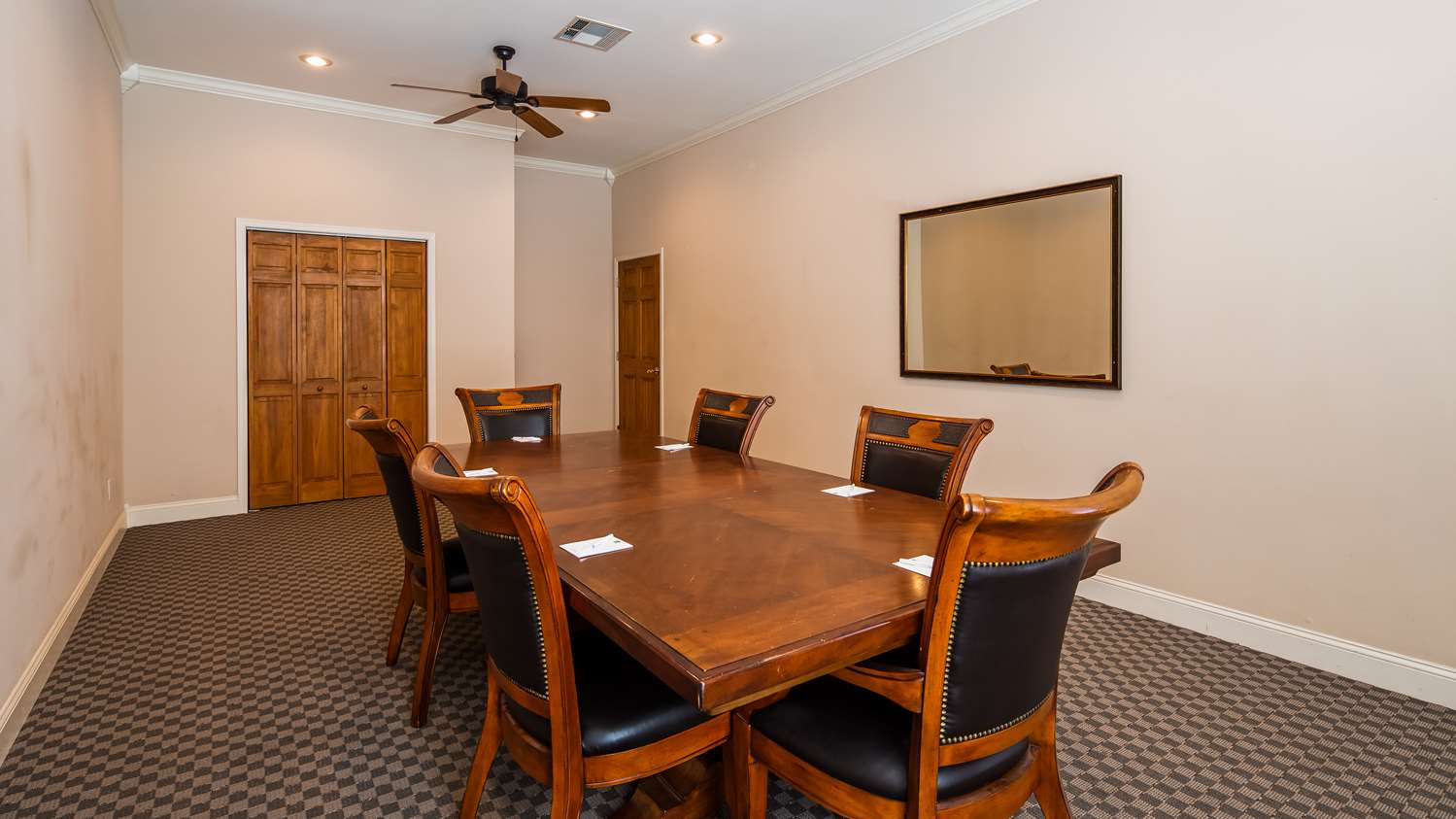 Meeting Facilities - SureStay Hotel by Best Western Leesville