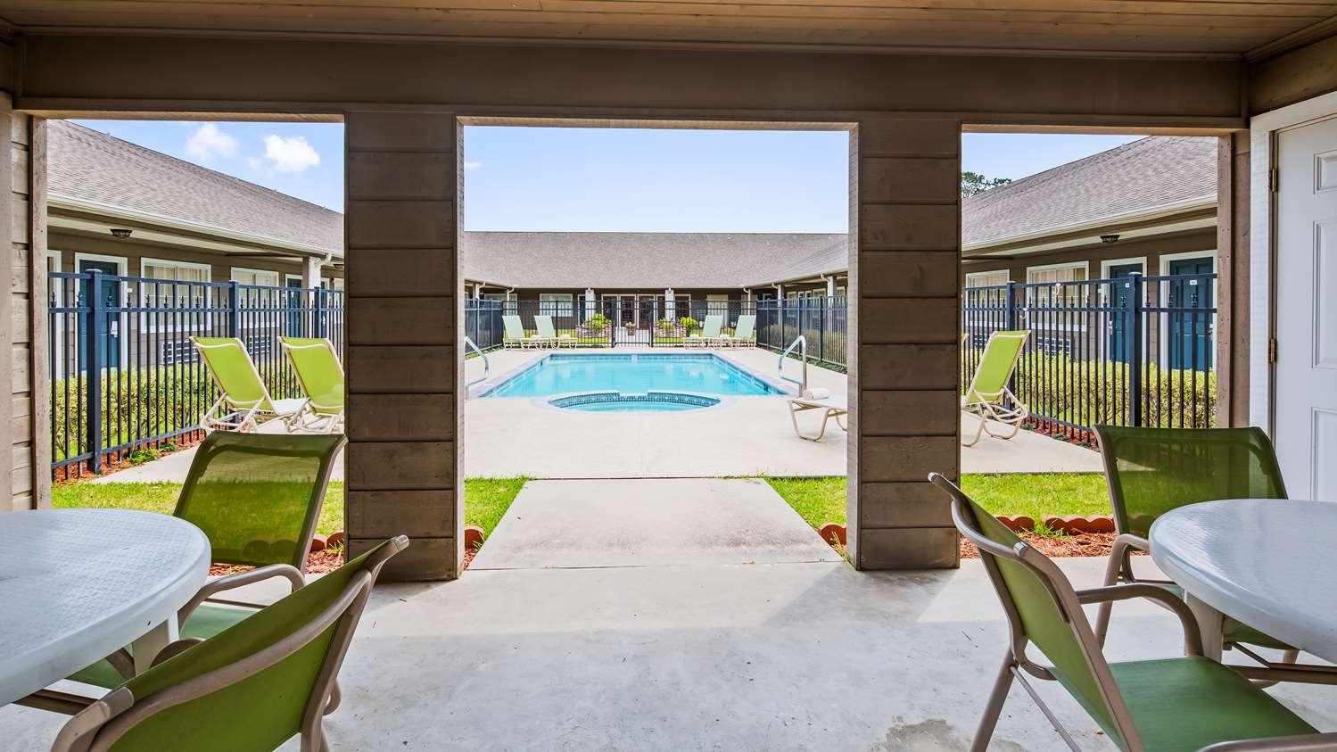 Pool - SureStay Hotel by Best Western Leesville