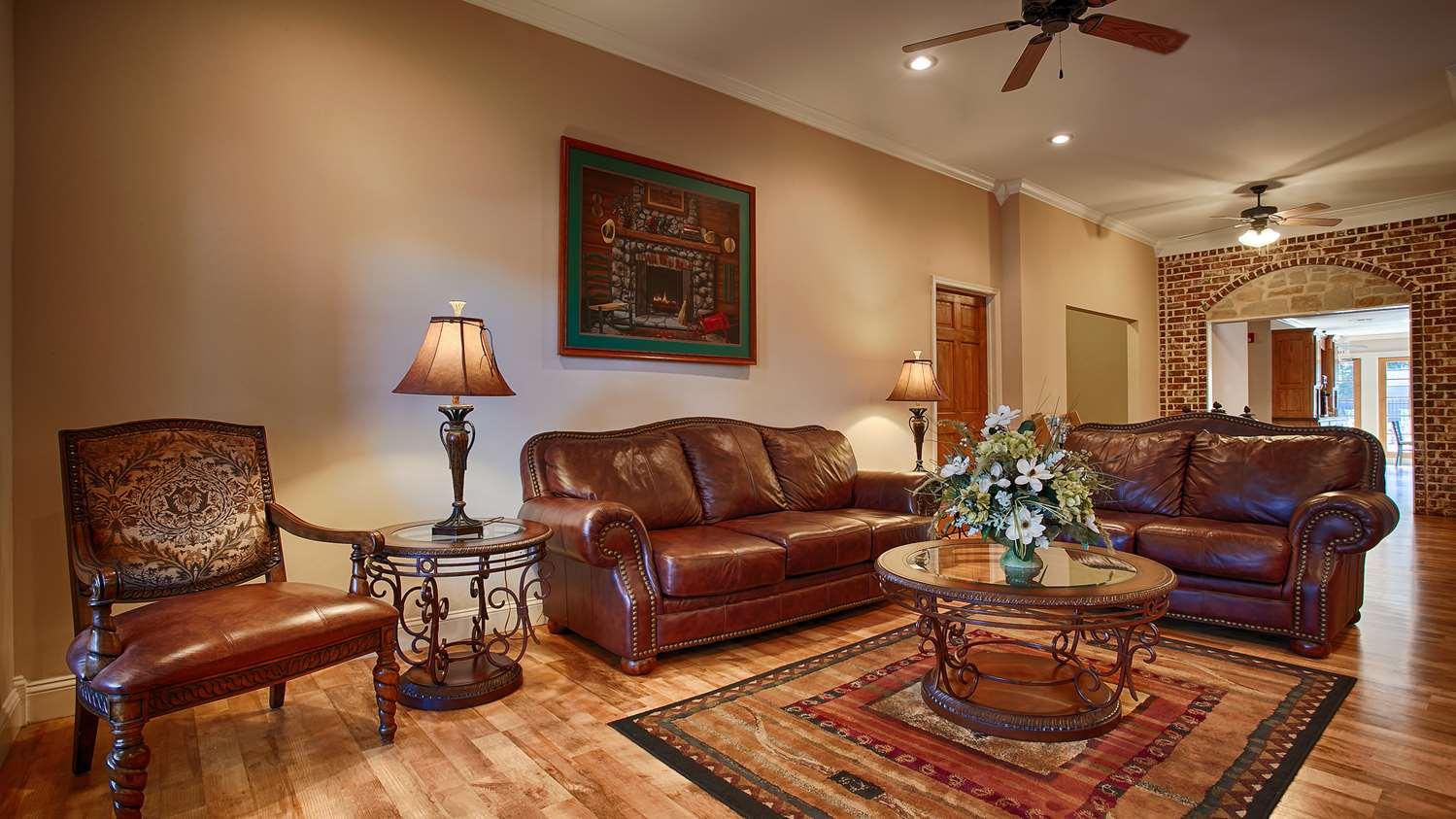 Lobby - SureStay Hotel by Best Western Leesville