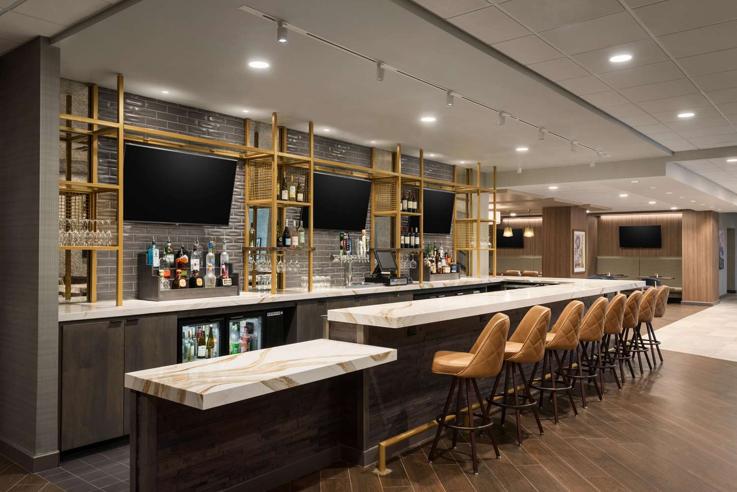 Bar - DoubleTree by Hilton Hotel East St Paul