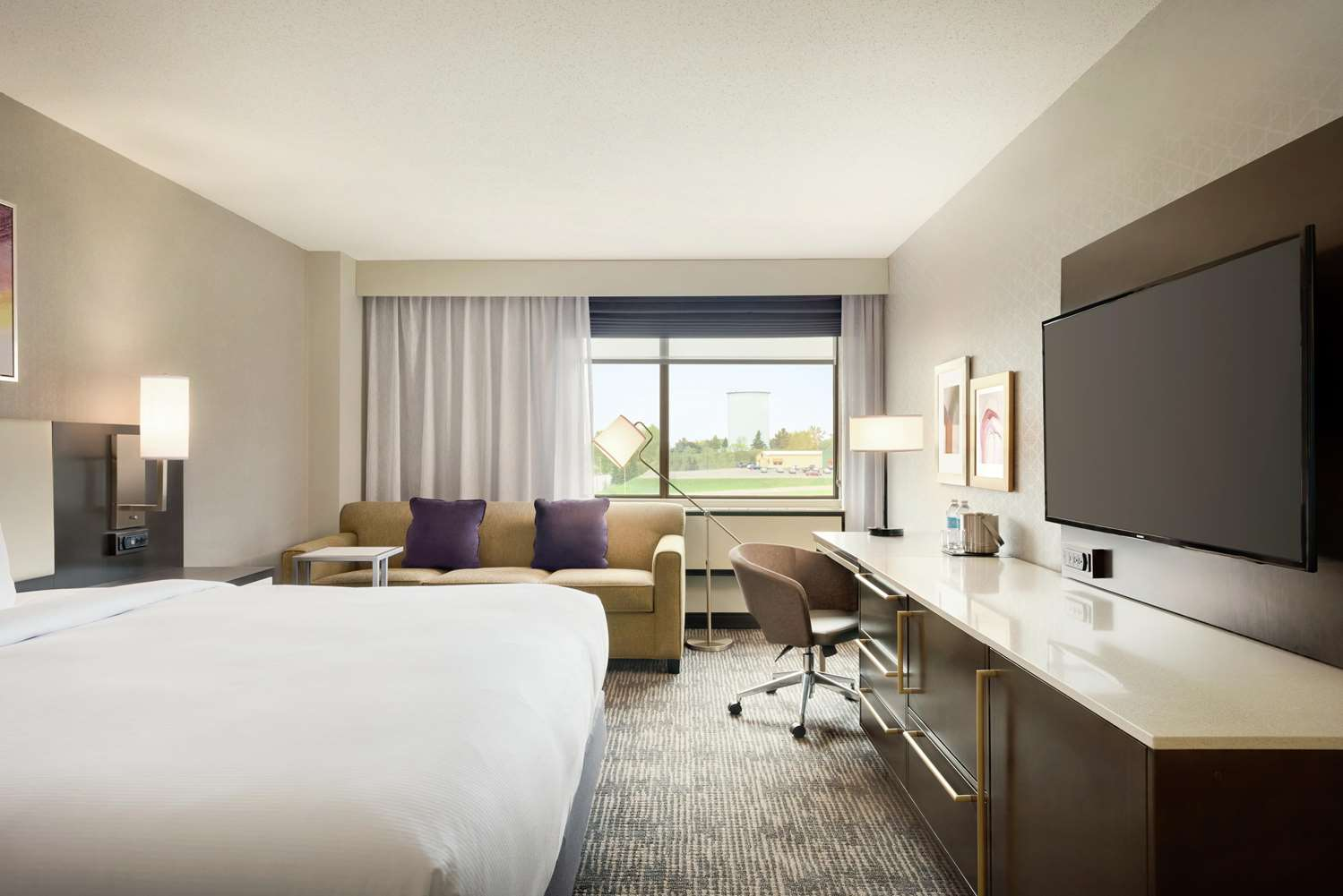Room - DoubleTree by Hilton Hotel East St Paul