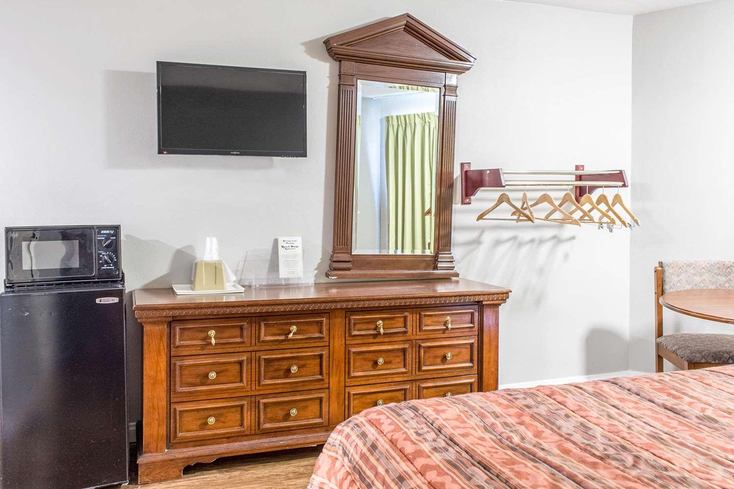 Room - Studio 6 Extended Stay Hotel Gorman