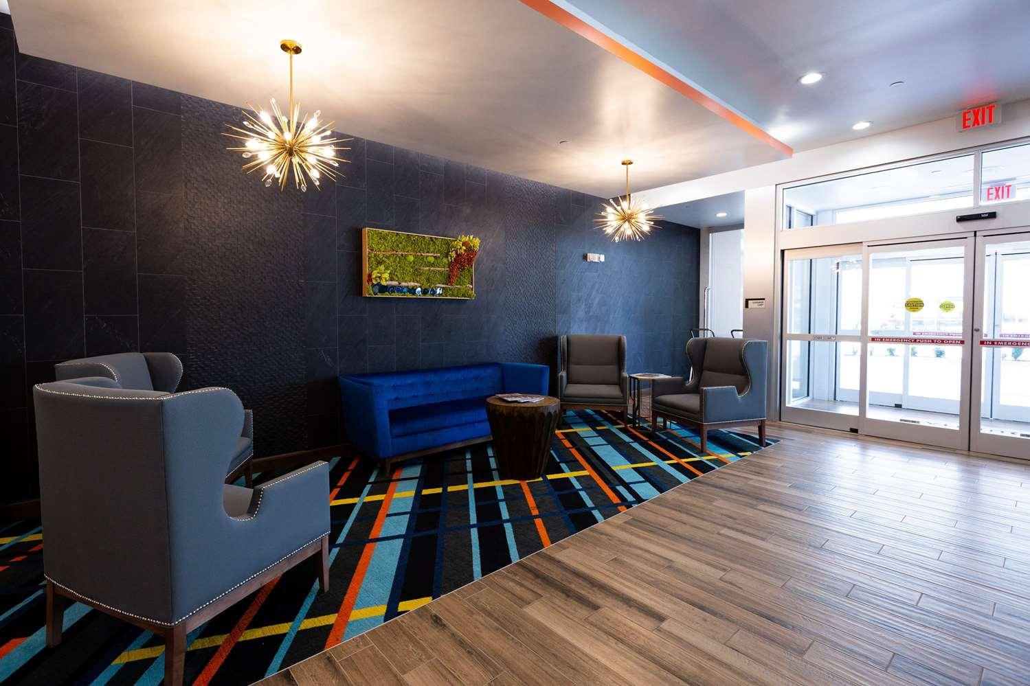 Lobby - La Quinta Inn & Suites Airport Oklahoma City