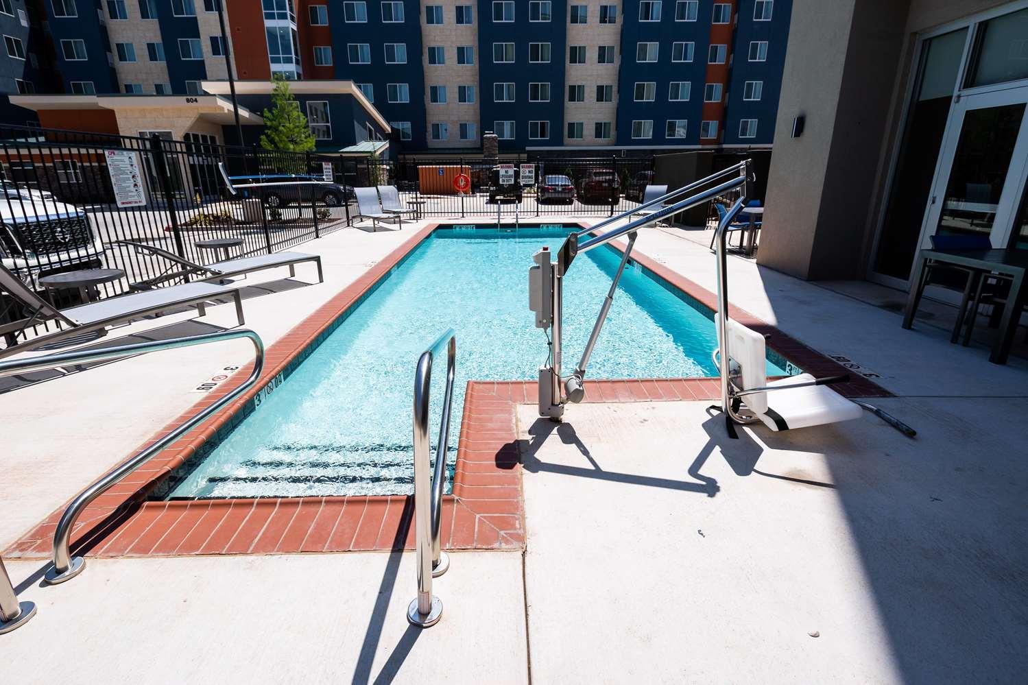 Pool - La Quinta Inn & Suites Airport Oklahoma City