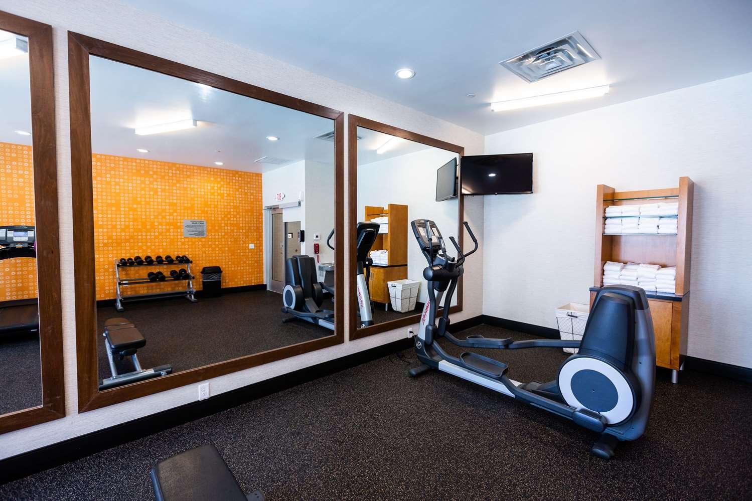 Fitness/ Exercise Room - La Quinta Inn & Suites Airport Oklahoma City
