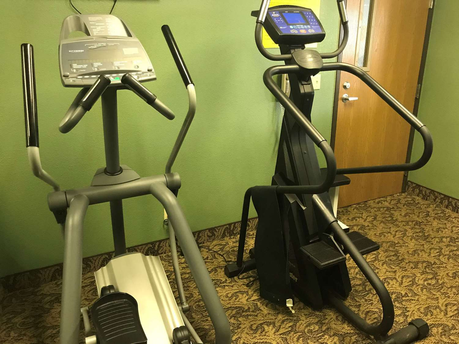 Fitness/ Exercise Room - SureStay Plus Hotel by Best Western Bettendorf