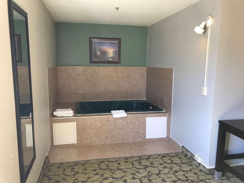 Suite - SureStay Plus Hotel by Best Western Bettendorf