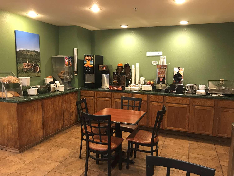 Restaurant - SureStay Plus Hotel by Best Western Bettendorf