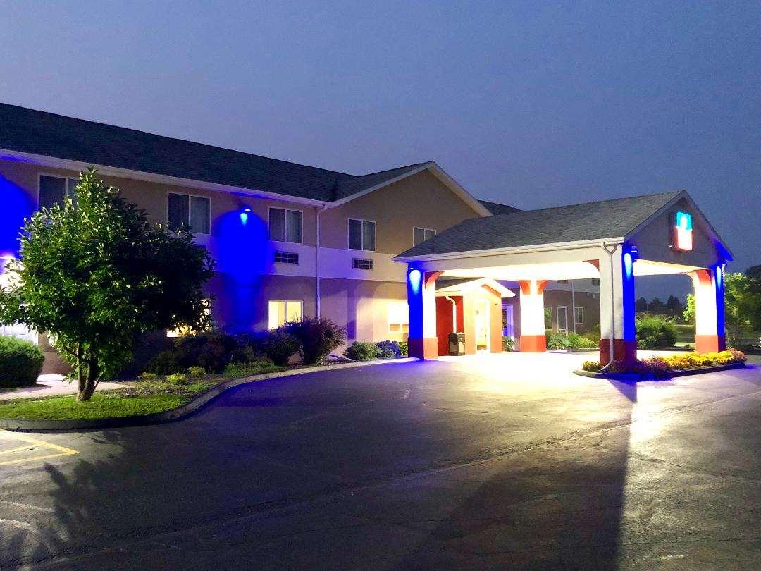 Exterior view - SureStay Plus Hotel by Best Western Bettendorf