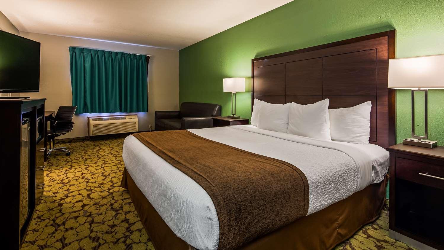Room - SureStay Plus Hotel by Best Western Bettendorf