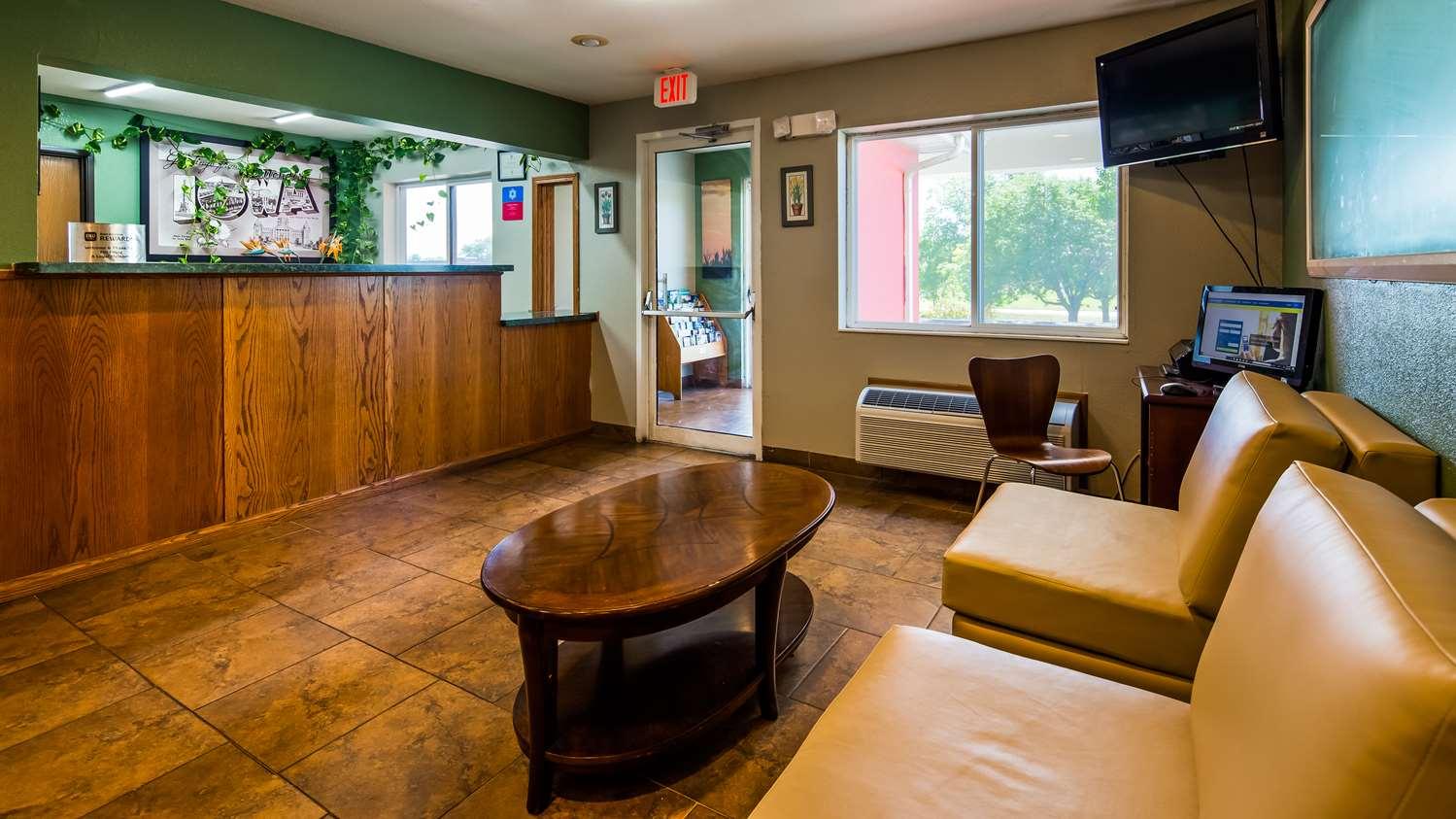 Lobby - SureStay Plus Hotel by Best Western Bettendorf