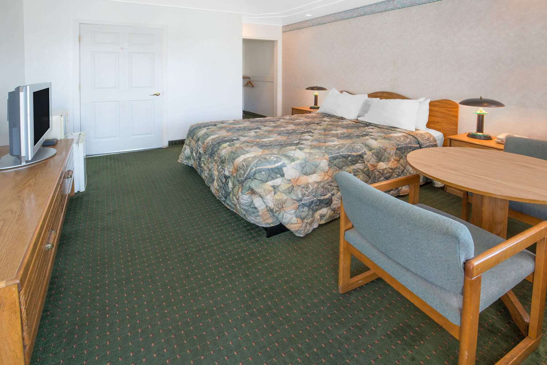 Room - Days Inn Oroville