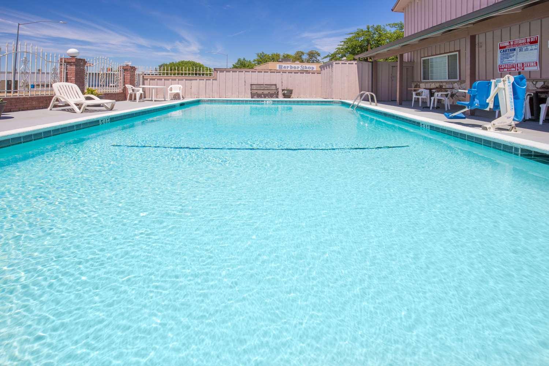 Pool - Days Inn Oroville