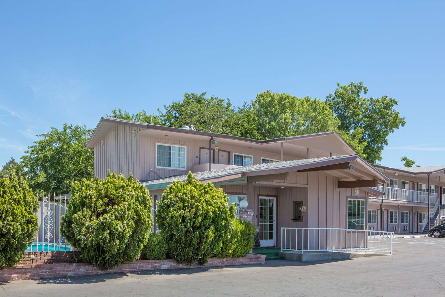 Exterior view - Days Inn Oroville